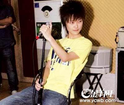 李宇春與緋聞男友被偷拍圖片