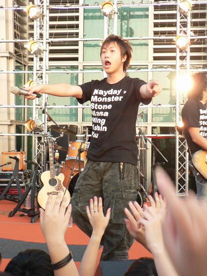 丁香五月天网站_组图:五月天101大楼演唱会 离天空最近的演出