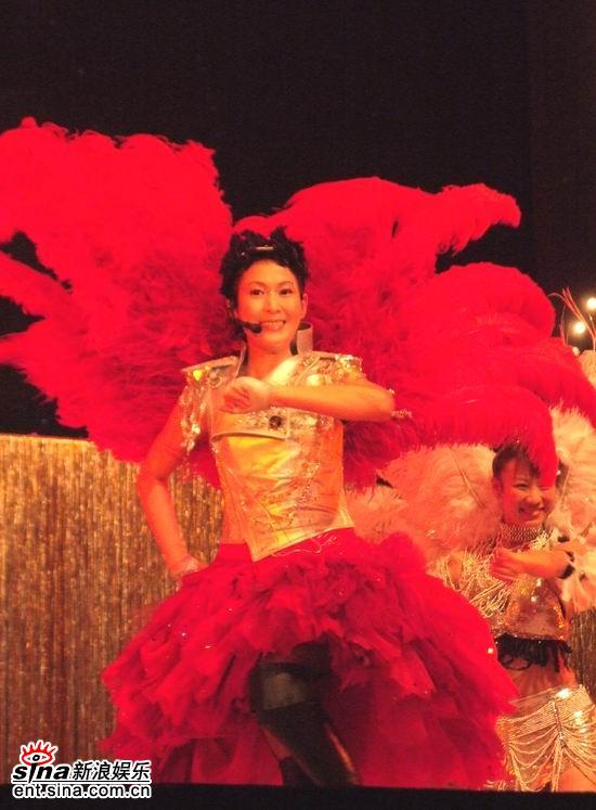 花儿乐队北京演唱会_图文:刘若英上海火爆开唱--热情奔放的一面_影音娱乐_新浪网
