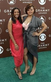 黑人那么大女人��.#y.�_图文:黑人女明星亮相格莱美星光大道大秀身材