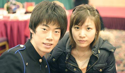 moonsky_moon携女友抵达上海 在中国庆祝生日