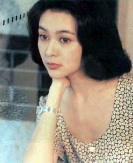年轻女孩的屄_关之琳青春旧照片美艳逼人(14)